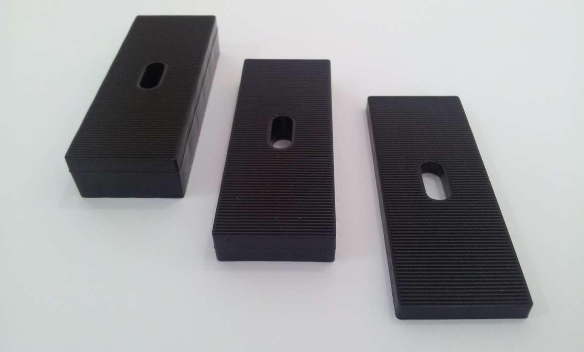 Vymezovací plastové podložky 80 / 30 / 10mm vhodné pro montáž oken a dveří